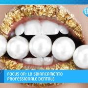 Bocca con rossetto dorato, denti bianchi e perle bianche